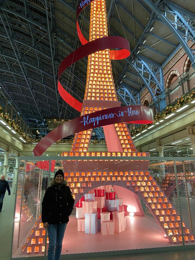 Eiffel Tower Christmas tree extravaganza by Lancôme Paris