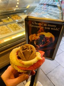 Rose shaped ice cream London - Amorino